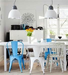 Table Salle A Manger Blanche Et Bois : chaise depareillees dans salle a manger couleur bleu blanc ~ Teatrodelosmanantiales.com Idées de Décoration