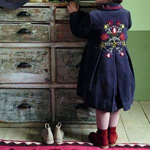 les 25 meilleures idees de la categorie motifs de manteaux With affiche chambre bébé avec boots brodées fleurs