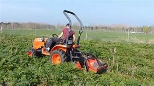 Mulchen Mit Grasschnitt : traktor b2420 von kubota beim mulchen youtube ~ Lizthompson.info Haus und Dekorationen