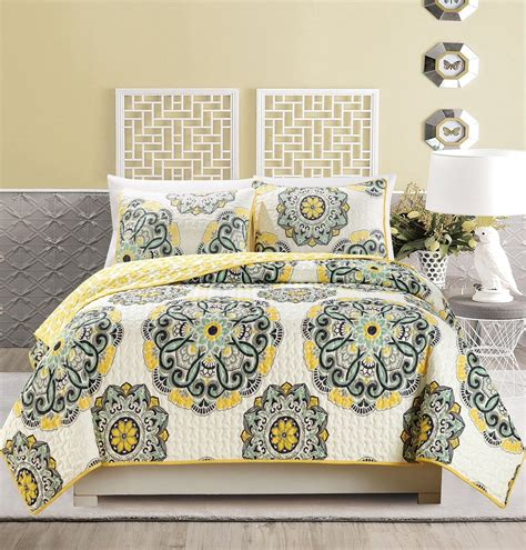 Yellow Quilts And Coverlets by Bedspreads And Quilts Ease Bedding With Style