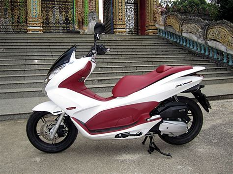 Review Peugeot Citystar 200i by Modern Vespa White The New