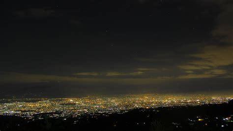 puncak bukit moko menikmati romantisme malam kota bandung