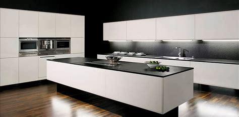 cuisine avec plan de travail noir plan de cuisine en granit plan de cuisine en granit