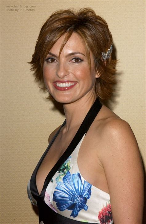 Mariska Hargitay wearing her hair short with a longer neck