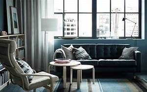 Salon contemporain en noir et en couleurs foncees for Tapis de sol avec renover un canape cuir