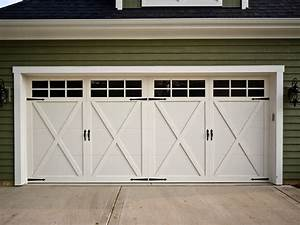 Carriage house garage doors design ideas decors for Carriage type garage doors