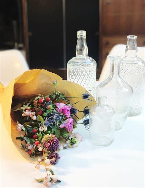 vasi e bottiglie di vetro crafty chic come trasformare in vasi le bottiglie di