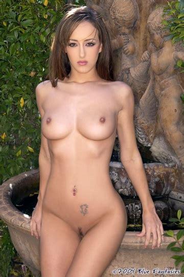 Janine-May Tinsley  nackt