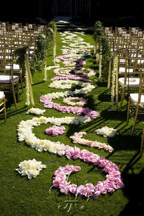 rose petal aisle styles    calculate petals needed