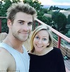 Liam Hemsworth plays golf with his father and friends on ...