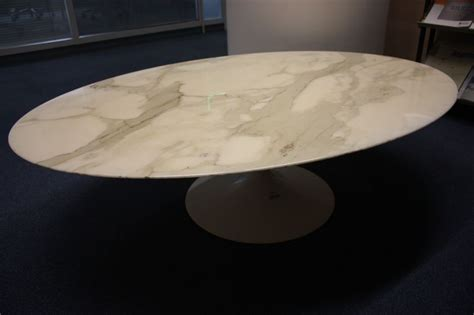 hotel bureau a vendre table basse a plateau ovale en marbre blanc veine gris