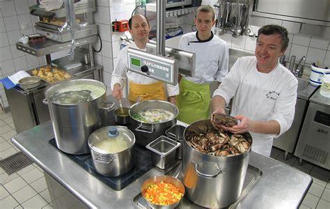 equipe de cuisine equipe cuisine le bistrot à huîtres restaurant de la mer