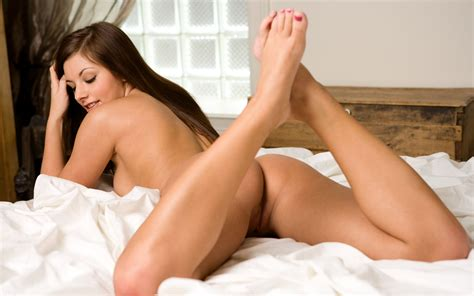 Playboy Busty Babe Lana Grazovskaya In Hot Links Beautiful Busty Free Hd Wallpapers