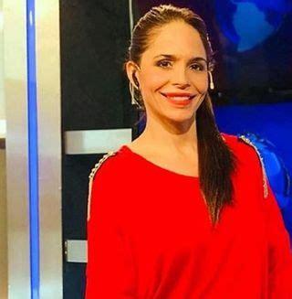una mujer intento acuchillar  una periodista de canal