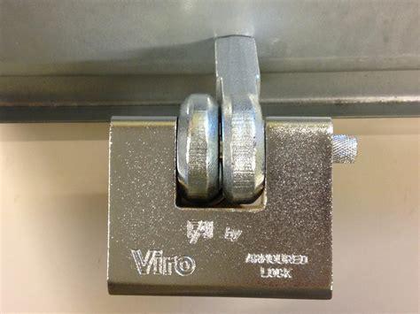 antivol porte de garage basculante porte cadenas viro 695 pour rideaux metalliques serrure