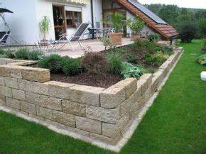 Erhöhte Terrasse Bauen : die besten 25 steinmauer garten ideen auf pinterest steinwand garten steingarten mauern und ~ Orissabook.com Haus und Dekorationen