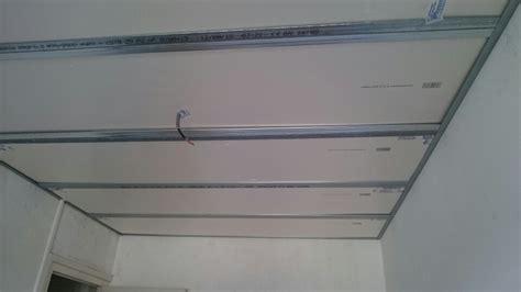 faux plafond en auto port 233