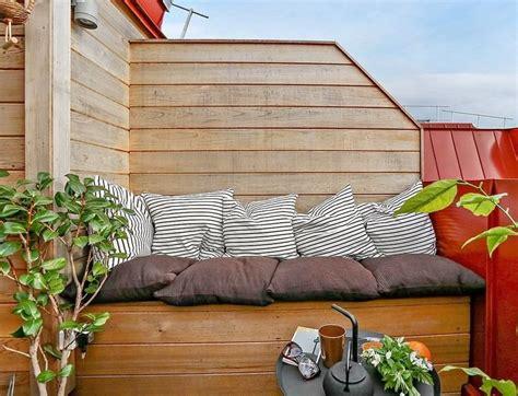Windschutz Aus Holz by Kleine Terrasse Mit Windschutz Und Sofa Aus Holz
