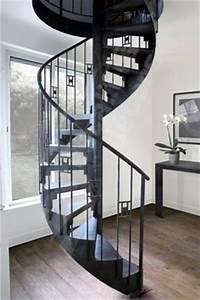 escalier 1 4 tournant limon central marches sans With ordinary peindre un escalier en bois brut 2 relooker un escalier avec un petit budget deconome