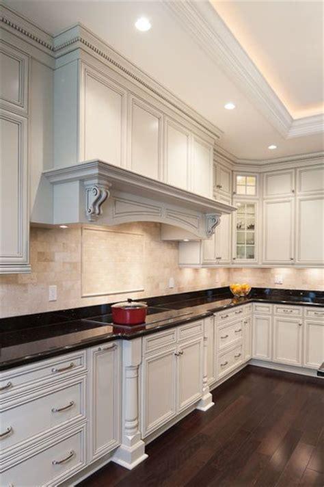 white glazed kitchen cabinets 1000 ideas about white glazed cabinets on 1311