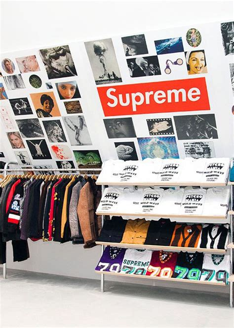 Supreme Clothing Retailers by Best 25 Supreme Store Ideas On Retail