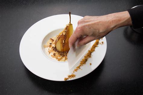 chef de cuisine en suisse poires pochées au chocolat saveur anisée les