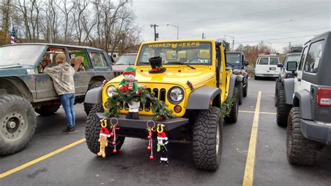 jeep christmas wreath is a wreath on front of jeep dumb page 4 jeep