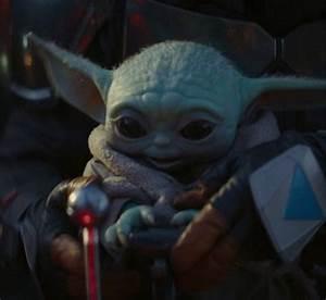 the mandalorian baby yoda apparaît dans une scène de