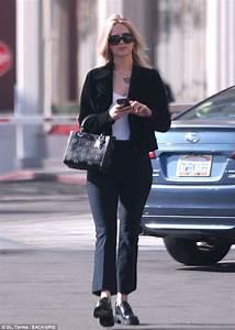 Jennifer Black Friday : jennifer lawrence suits up in black on solo la stroll daily mail online ~ Medecine-chirurgie-esthetiques.com Avis de Voitures