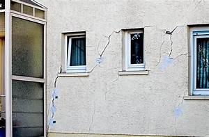 Risse In Der Wand Ausbessern : mauerrisse das bohrloch in leonberg wird gef llt ~ Lizthompson.info Haus und Dekorationen
