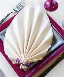 pliage serviettes mariage ce pliage de serviette en forme de feuille de palmier est particulièrement élégant pliage de