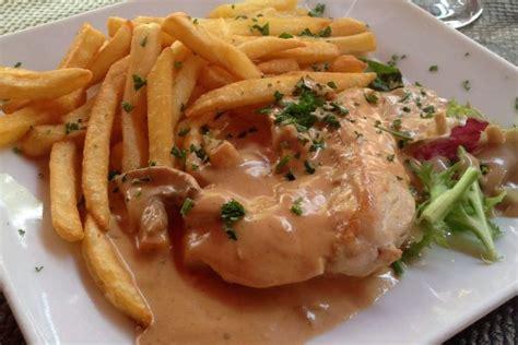 recette de cuisine de poulet recette escalopes de poulet sauce normande sur miam et bon
