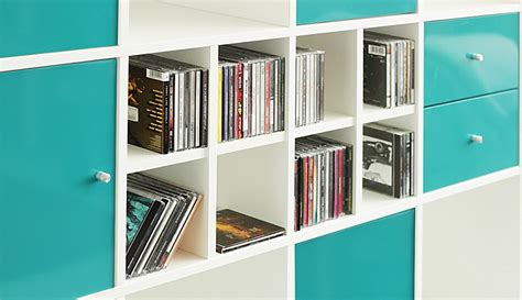 dvds und cds aufbewahren im ikea kallax regal new swedish design
