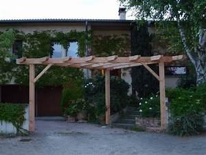 Construire Pergola Bois : pergola bois triangulaire ~ Preciouscoupons.com Idées de Décoration