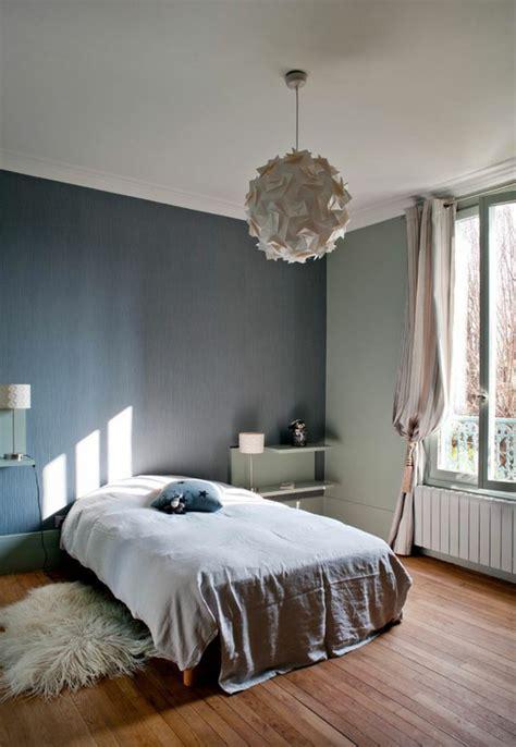 chambre bleu et beige ancienne maison dans la région parisienne totalement
