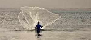 Throwing a fishing net - Villa Ambra