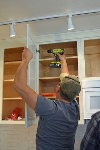 how to hang kitchen cabinet doors hanging kitchen cabinet doors with concealed hinges 8671