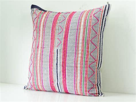 teinture tissu canapé des coussins ethniques en tissu hmong joli place
