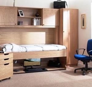 Jugendliche Betten : jugendzimmer m bel platzsparendes bett und schreibtisch ~ Pilothousefishingboats.com Haus und Dekorationen