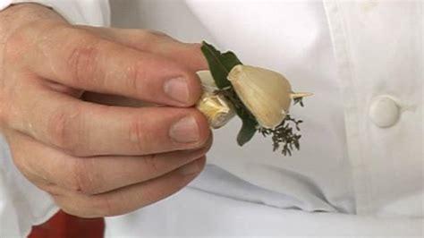 bouquet garni en cuisine préparer un bouquet garni astuce cuisine vins