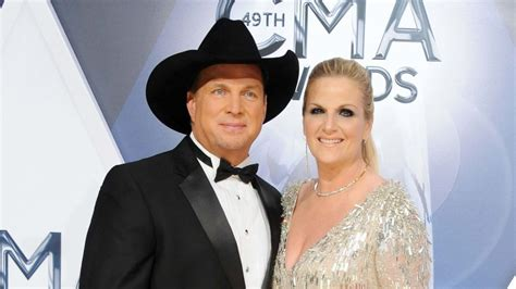 Country French Living Room Pictures by Garth Brooks And Trisha Yearwood Sell 7m Malibu Beach