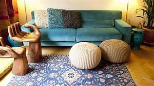 tapis bleu ventes privees westwing With tapis peau de vache avec canapé bleu marine convertible