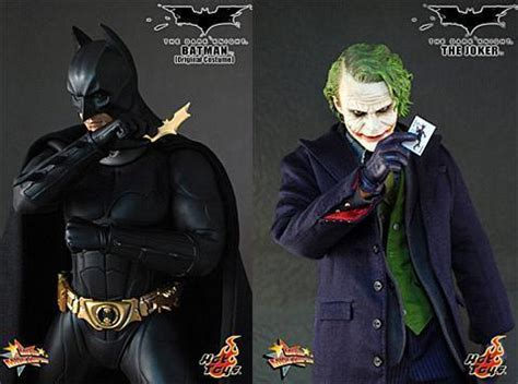 action figures  batman   coringa em escala
