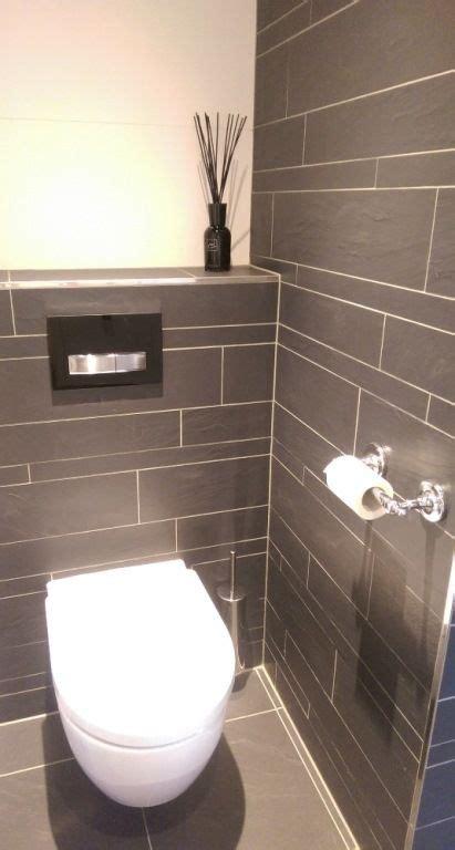 toilet met tegels  wildverband antraciet gemaakt door