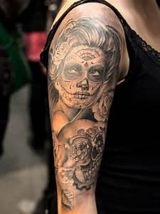 Tatouage Homme Original : superbe tatouage d une santa muerte tatoo pinterest tattoo ideen t towierungen et tattoo ~ Melissatoandfro.com Idées de Décoration