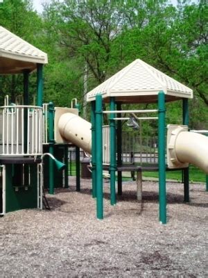 father alleges negligence  daughters playground