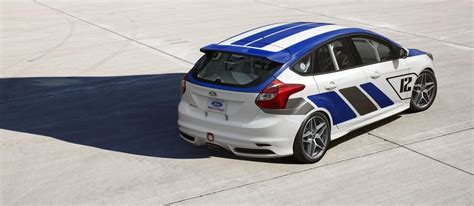ford focus st  race car picture
