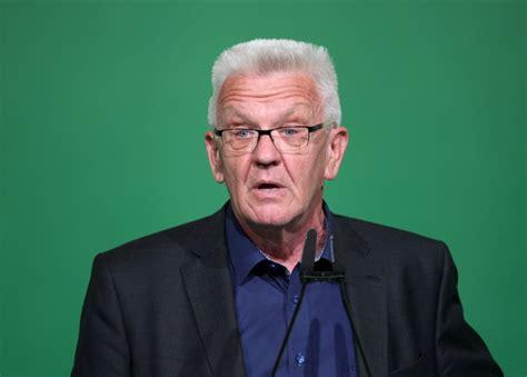 Thomas kretschmann was born in east germany. Verwirrter Kretschmann: Lieber den Lockdown verlängern ...