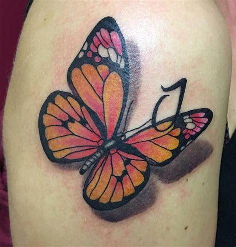 tatuaggio farfalla con fiore tatuaggi farfalle significati e idee da realizzare foto