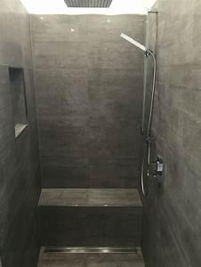 Begehbare Dusche Nachteile : begehbare dusche graue fliesen in betonoptik geflieste ~ Lizthompson.info Haus und Dekorationen
